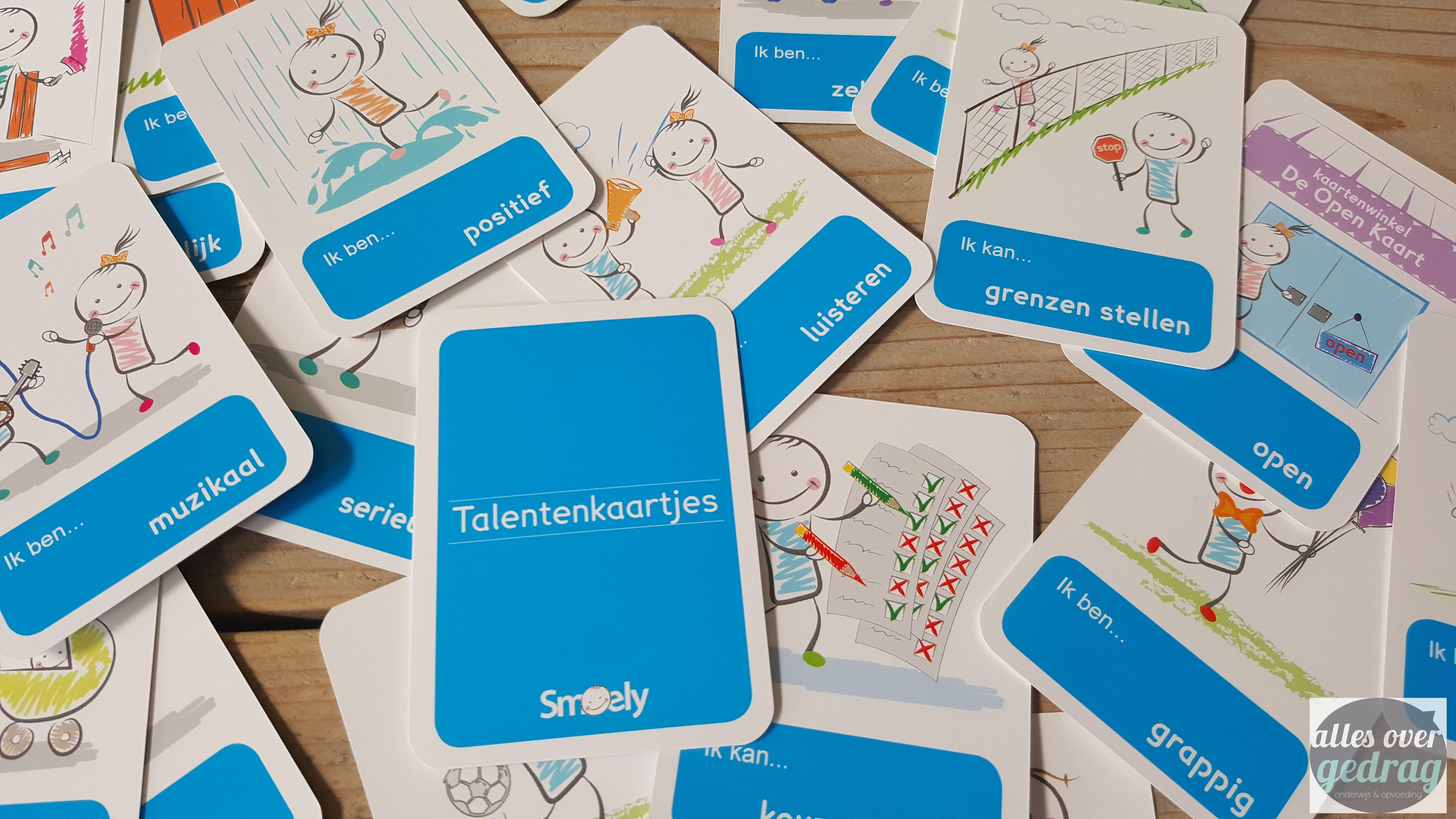 De kaarten op tafel leggen parksidetraceapartments